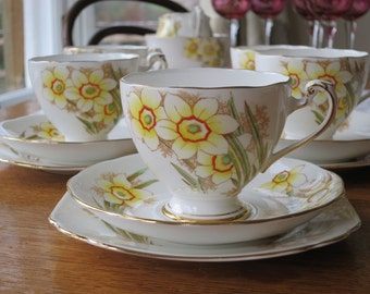 Roslyn vintage china tea cup trio