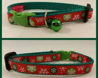 Green and Red Snowflake Cat Collar