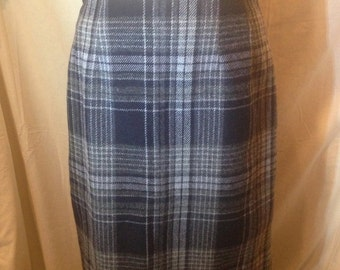 Vintage Black and Grey Plaid Skirt by Savannah Size 12 ss6