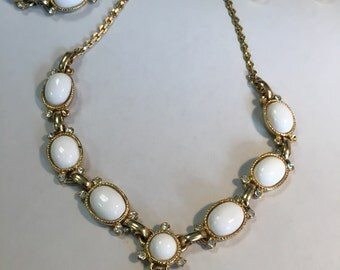 Vintage Necklace, Bracelet and Screw On Earrings