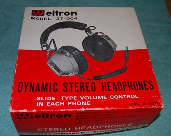 Weltron Dynamic stereo Headphones model 37-004 with original box