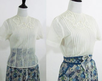 Vintage 1930's Sheer Blouse - White shabby Chic embroidered blouse with front pleating - Size Small