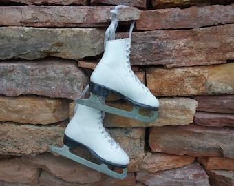 Vintage Figure Skates, Small White, Girl's Skates, Christmas Decor, Ice Skates, Props, Winter Decor, Wall Decor, Holiday Decorations