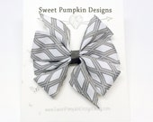 Hair Bow. Girl Bow. Pinwheel Clip. Grey Clip. Grey Diamond Bow.  Barrette. Toddler Hair Accessory HC1259