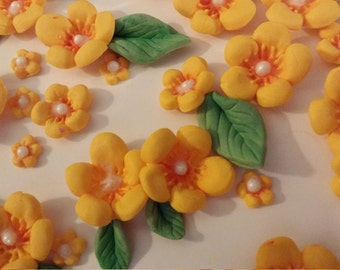 52 Edible BLOSSOM flowers /any color / Gum Paste / fondant flowers / sugar flowers / cake or cupcake decorations / cake or cupcake topper