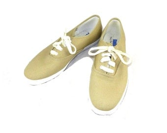 Cute vintage Keds in natural / tan - lace up sneakers / tennis shoes - 8 8.5 M beige brown gold