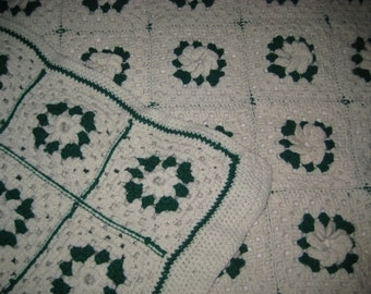 HANDMADE GRANNY SQUARES Afghan Green & Ivory Rosettes Throw Blanket Bedspread Cover Knit Crochet Cottage Camp Vintage Cozy Home Decorating