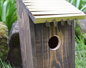 Decorative Bluebird birdhouse with Bronze roof.(28)