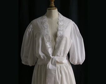 White blouse, elbow-length sleeves, embroidery, Vintage 1970's, Medium.