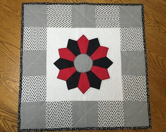 Quilted TABLE TOPPER/Wall HANGING
