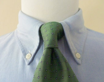 Vintage Brooks Brothers 346 Pure Silk Green Geometric Foulard Trad / Ivy League Neck Tie.  Made in USA.