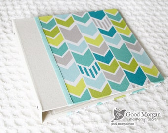 0 to 12 months Baby Memory Book - Boys Arrows
