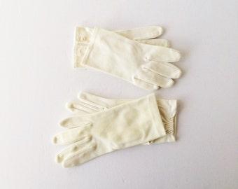 Vintage White Gloves 1950s 1960s Shortie Cotton Nylon Gloves Size Small, Basic White Gloves, Photo Stage Props