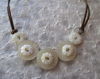 Button Necklace - Mother of Pearl Ivory