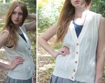 70s SWEATER VEST Vintage Cable Knit Collegiate Cream White TUNIC V-Neck Wooden Button Down Cardigan Woman Sportswear Classic Tennis Top S/M