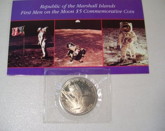 1989 Republic of the Marshall Islands First Men on the Moon Commemorative 5 Dollar Coin with Card, Astronauts