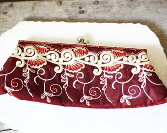 1970s embroidered clutch  // 1970s red clutch // vintage purse