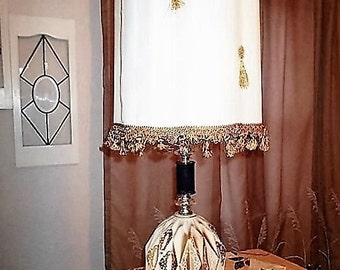 Kitsch table lamp (shade not included)  Mid century  geodesic 3 way switch mood light base. Kistchy 1960s