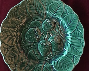 Cabbage Country  Majolica Strawberry leaf Plate