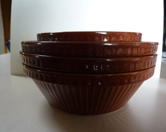 PYRITA WARE<<>>Vintage Nesting Ceramic Oven Proof Bowls<<>>Set of 5