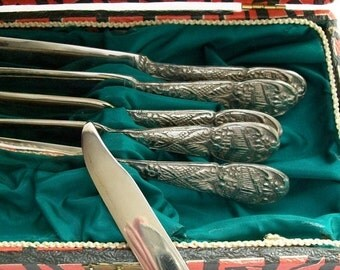 Vintage spreading knives with original case - set of 6 - vintage knives - flatware - utensils - vintage utensils - vintage knives -knife set
