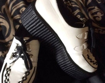 Woman's SZ 10 Summer Black and White Vegan Platform Creepers