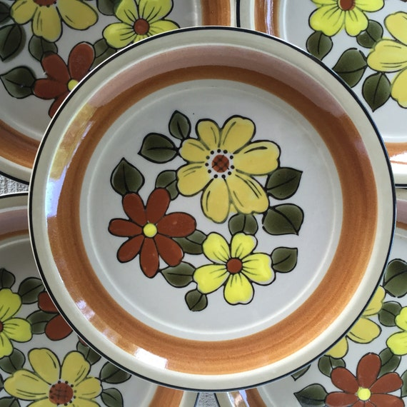 Vintage Stoneware Floral Dinner Plates Daisy Vale Tan JAPAN