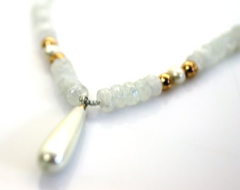 white stone necklace. moon stone necklace. stone necklace. crystal necklace. white and gold necklace. pearl necklace. impressive necklace.