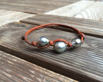Tahitian pearls on leather - expandable woman or man bracelet