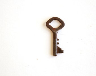 Antique Key . Small Skeleton Key . vintage key . key charm . small key . key embellishment . unusual key . unique key 186