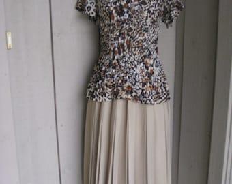 Vintage Womens Tan/ Camel Polyester Accordion Pleated Skirt Size 10-12/ Neutral Pleated Skirt/ Midi Skirts/Elastic Waist Pleated Skirt