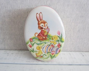 Very Sweet Vintage Daher Made in England Easter Bunny Tin