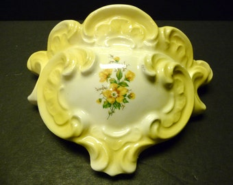 Final Clearance ~Very Vintage Cheerful Little Porcelain Wall Pocket