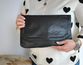Vintage LEATHER CLUTCH .....(371)