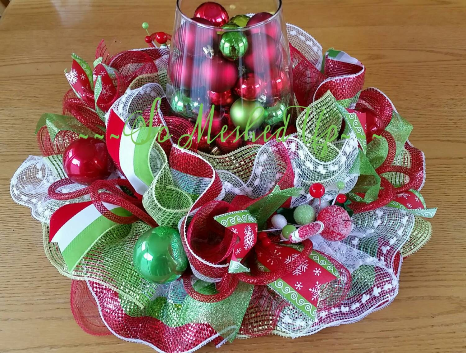 Deco mesh christmas table centerpiece in green apple cream