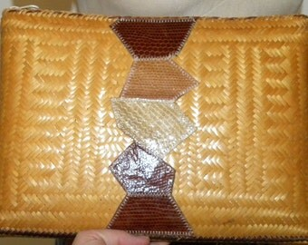 "1970s 70s Woven CLUTCH / Bag / Purse / Wicker / basket / snakeskin / disco / philippines / 12.5"" x 9"" x 1.5"""