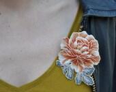 Broche tissu en coton japonais, broche au motif pivoine avec feuilles, accessoire au motif floral vintage, broche aux couleurs vintage
