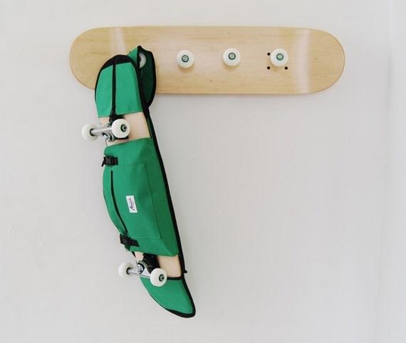 porte manteaux et sac bandouli re vert pour skate 75. Black Bedroom Furniture Sets. Home Design Ideas
