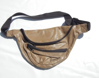 vintage cow hide taupe colored fanny pack w/ multiple compartments