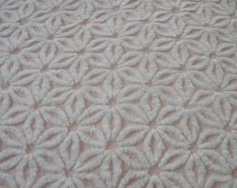 "Vintage Chenille Bedspread Fabric 18"" x 24"" Hofmann White Daisy on Pale Pink...(j14)"