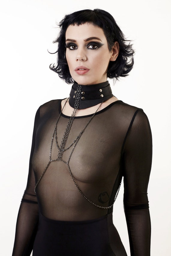 Nude necklace fetish