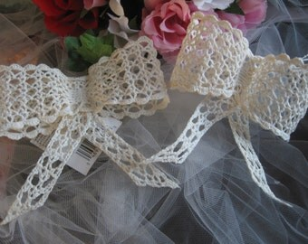 Vtg 90's Off White Ivory Crochet  Bow Crafts  Lace Victorian 2 pcs