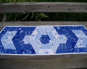 Delft blue Table Runner Hand quilted