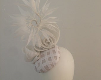 White feather modern fascinator percher ascot melbourne cup derby day kentucky headpiece race day hat couture millinery kate middleton