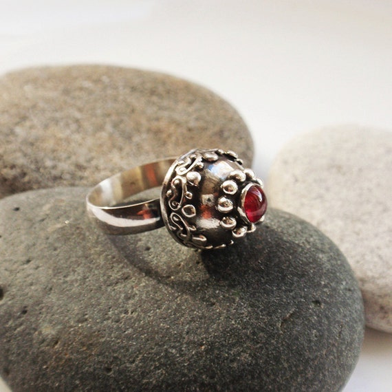 La coupole - OOAK genuine ruby sterling silver ring