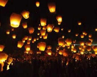 USA Seller - White Sky Lanterns - Light up any celebration with these lovely wishing lights - 100% Biodegradable
