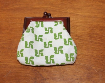 Small Change Purse, Bakelite Frame, Frame Change Purse, Small, Nice Design on Fabric Part, Pearl and Green Color Fabric, Accessories, NICE