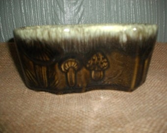 Vintage Hull Pottery Planter B-2