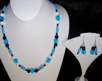 A Colorful Blue Goldstone Necklace, Stretchy Bracelet and Earrings. (2016138)