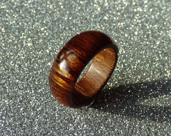 Handmade ring with wood from more than 50 years old